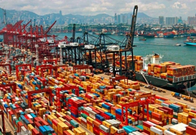 China Trade: busy port in China