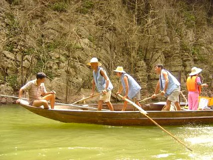 Shennong Stream Peapod Rafts Rowers