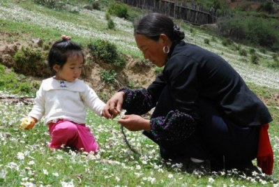 Tibet with children - Tibetan Woman