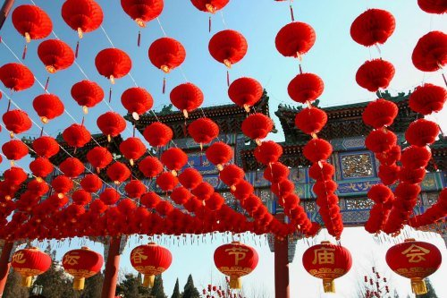 Chinese New Year in Beijing: Red Lanterns decorate the temple fairs