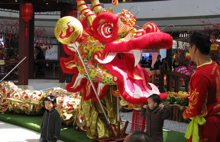 Chinese new year kids dragon dance