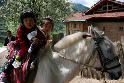 Tibet with children - Horse Trekking in Danba