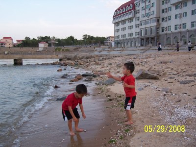 China with Kids: Beidahe Beach