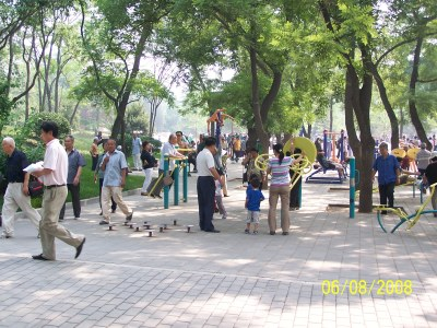 China with Kids: Yuyuantan Park Exercises